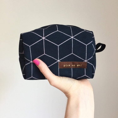 Nessesaires geometric navy